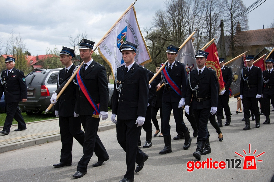Strażacy ochotnicy podczas uroczystości Powierzenia Ziemi Gorlickiej Bożemy Miłosierdziu w Wójtwowej (23 kwietnia 2017 roku)
