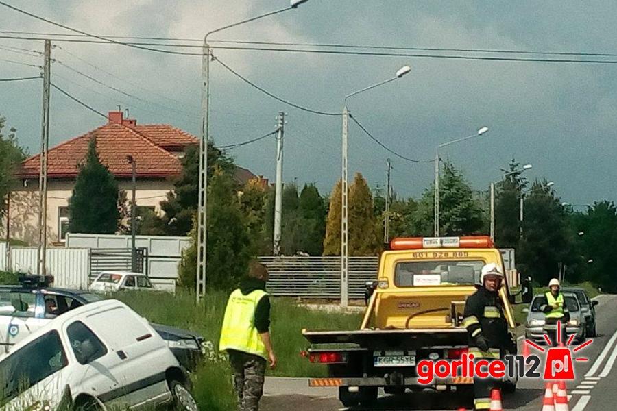 Dominikowice: kolizja dwóch pojazdów na drodze wojewódzkiej nr 993
