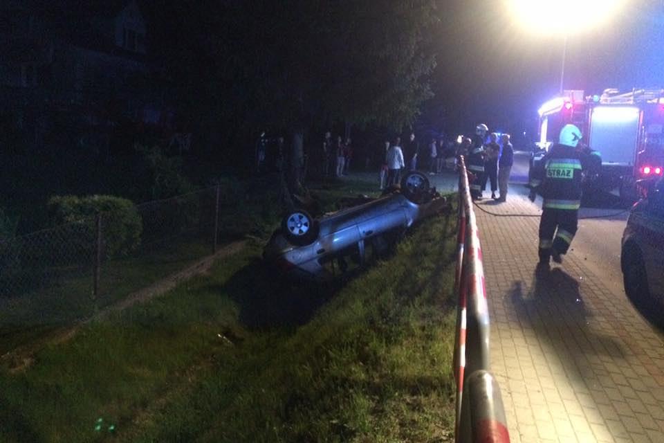 Wypadek z udziałem forda w Uściu Gorlickim (powiat gorlicki)