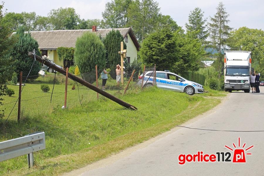 Bystra: słup telefniczny uszkodził cieżarówkę