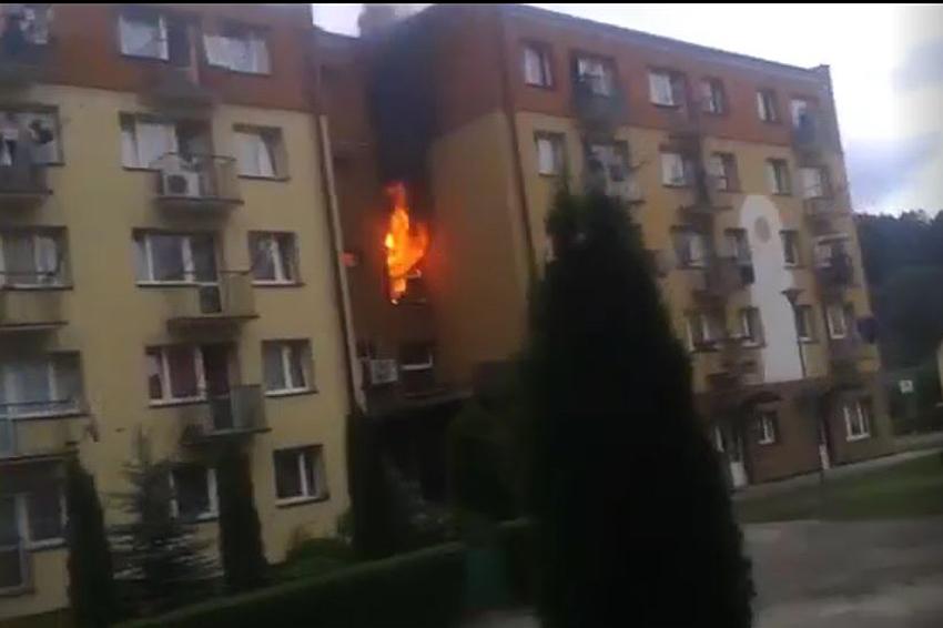 Pożar na klatce schodowej bloku przy ul. Konopnickiej w Gorliach (01.07.2017r)