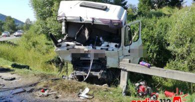 Uście Gorlickie: wypadek ciężarówki na serpentynach. LPR przyleciał do rannego.