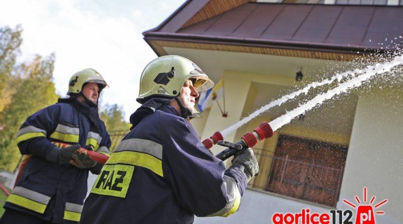 Strażacy z gminy Łużna ćwiczyli obronę kaplicy w miejscowości Bieśnik