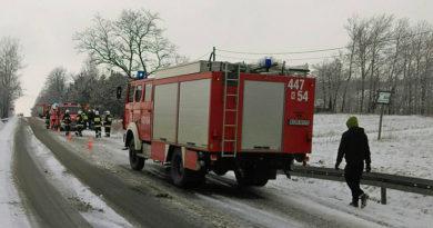 Suzuki dachowało na drodze 993 w m. Bednarka