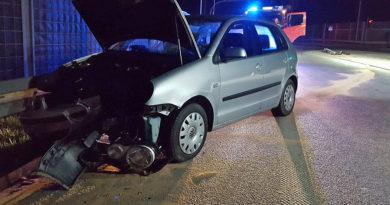 Biecz, obwodnica: VW uderzył w laranie (16 04 2018, godzina 02:45)