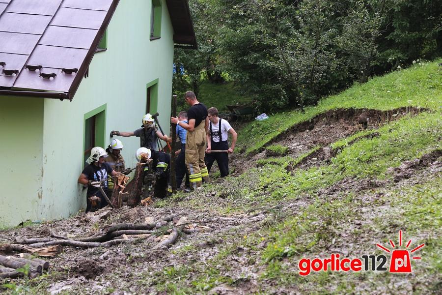 Ropa: ziemia osunęła się na dom. 9 intwerencji związanych z usuwaniems skutków nawałnicy