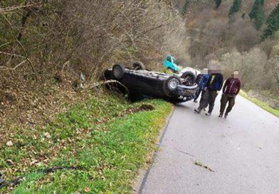 Uście Gorlickie: dachowanie BMW. Kierowca wyszedł bez szwanku!