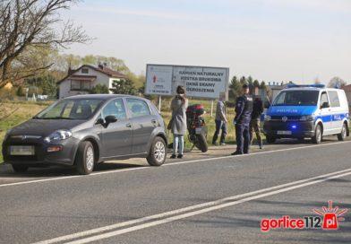 Szymbark (DK28): motocyklista najechał na tył fiata punto. Jedna osoba ranna!