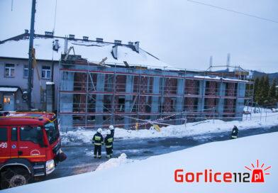 Żurowa: zawalił się strop na budowie hali gimnastycznej. Dwa śmigłowce LPR w akcji! (FILM, ZDJĘCIA)