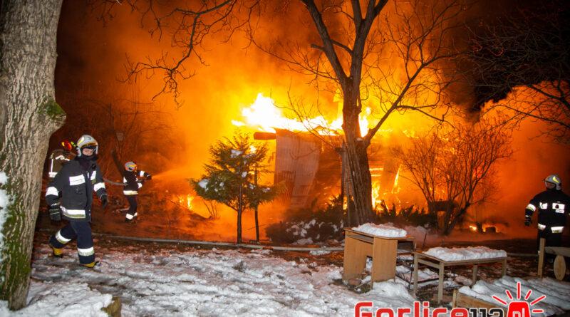 Siedliska: kobieta zginęła w pożarze. Z płonącego domu uciekli jej mąż, córka i wnuki (TV)