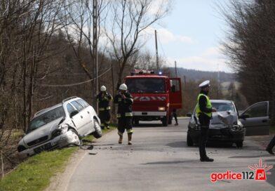 Bielanka: zderzenie czołowe dwóch opli! Łącznie było trzy pojazdy