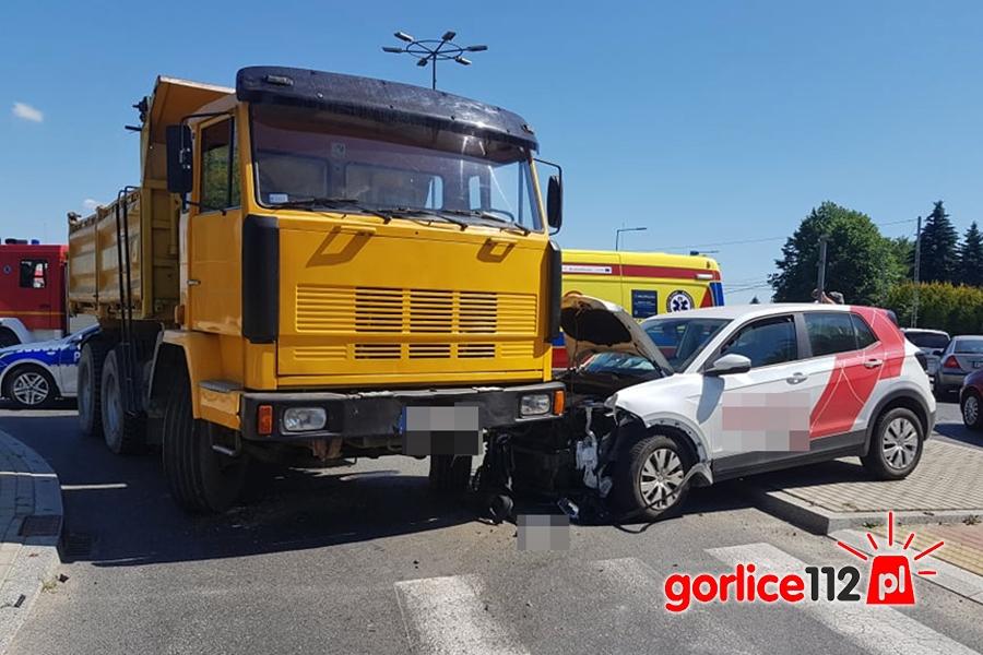 Gorlice, ul. Stróżowska (rondo) - zderzenie dwóch pojazdów