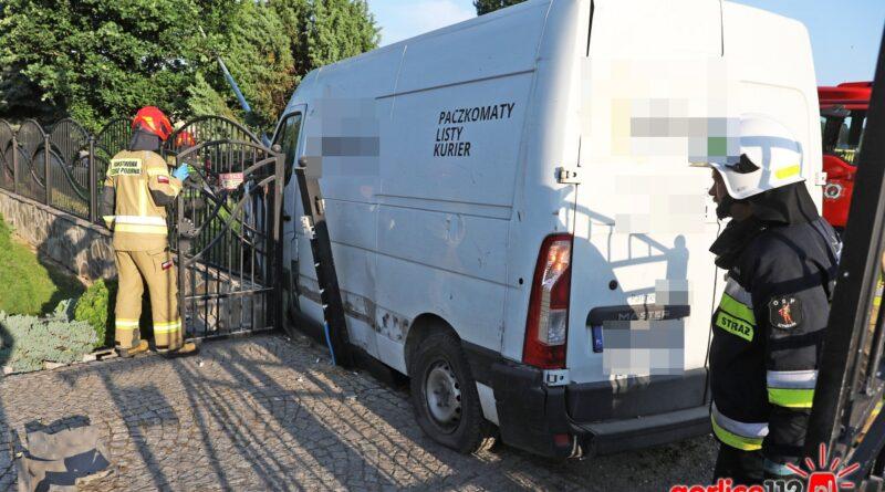 DK 28, miejscowość Szymbark. Kolizja z udziałem dwóch samochodów dostawczych