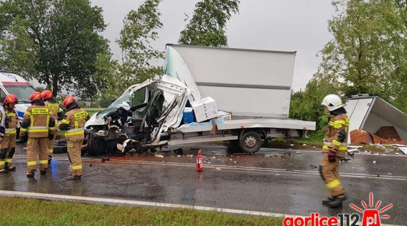 Łużna: wypadek na drodze wojewódzkiej nr 977. Zderzyły się dostawczy z ciężarowym!