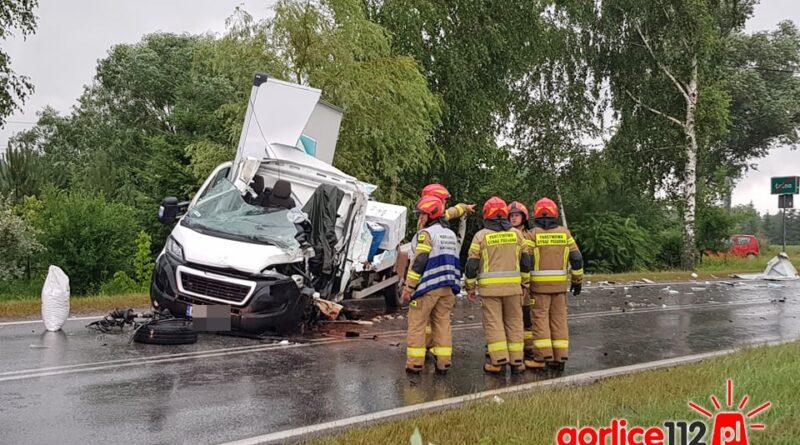 Łużna wypadek samochodu dostawczego z ciężarowym. Droga wojewódzka nr 977 zablokowana!